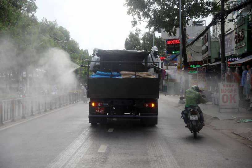 Хошимин, Вьетнам. Дезинфекция городских улиц