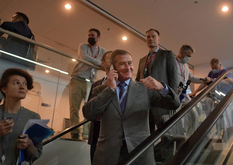 Председатель совета директоров группы компаний ЕСН Григорий Березкин (в центре)
