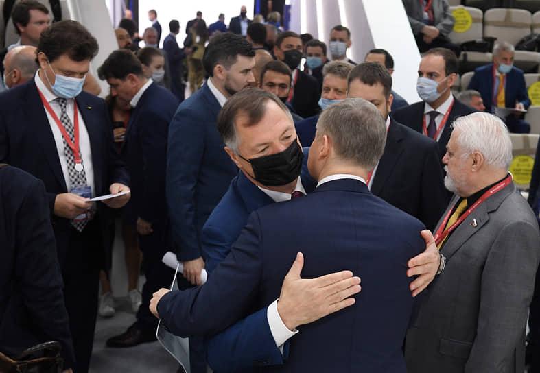 Вице-премьер Марат Хуснуллин (в центре) на сессии «Транспортный каркас экономики»