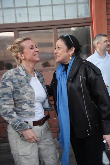 Директор департамента информации и печати МИД России Мария Захарова и коммерческий директор информационного агентства и радио Sputnik Валерия Любимова (справа)