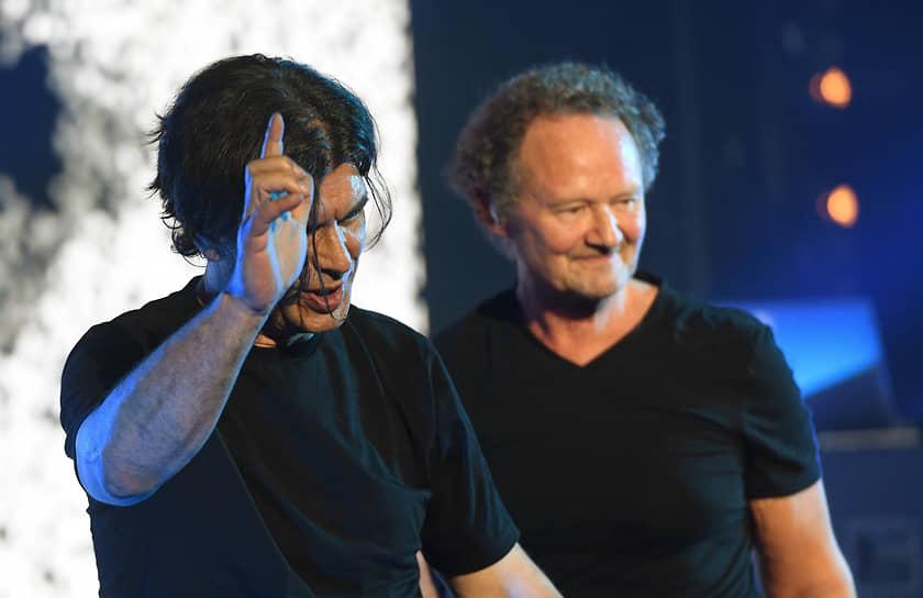 Участники группы «Кино» Юрий Каспарян (слева) и Александр Титов