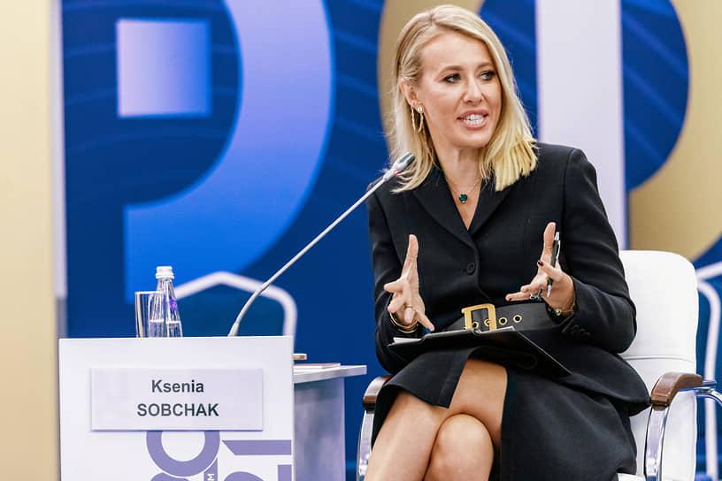 Телеведущая Ксения Собчак во время работы форума