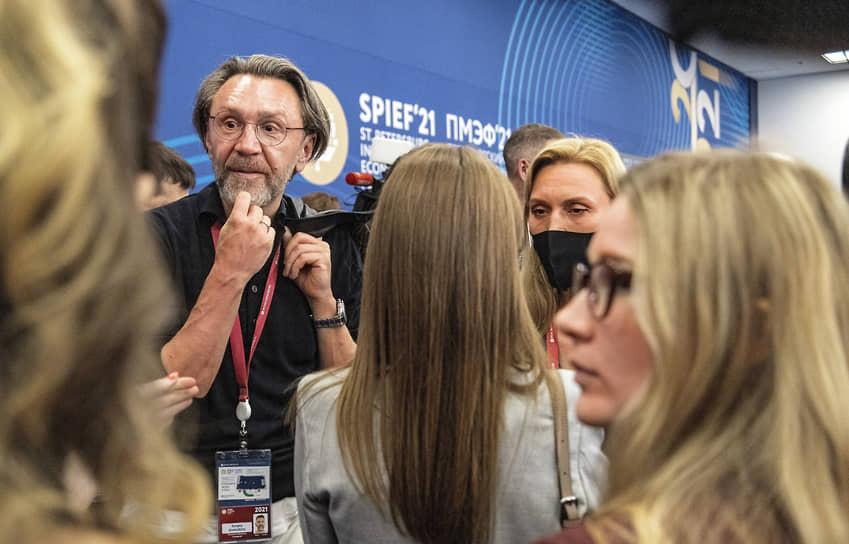 Музыкант, член «Партии Роста» Сергей Шнуров во время работы Форума креативного бизнеса в рамках ПМЭФ