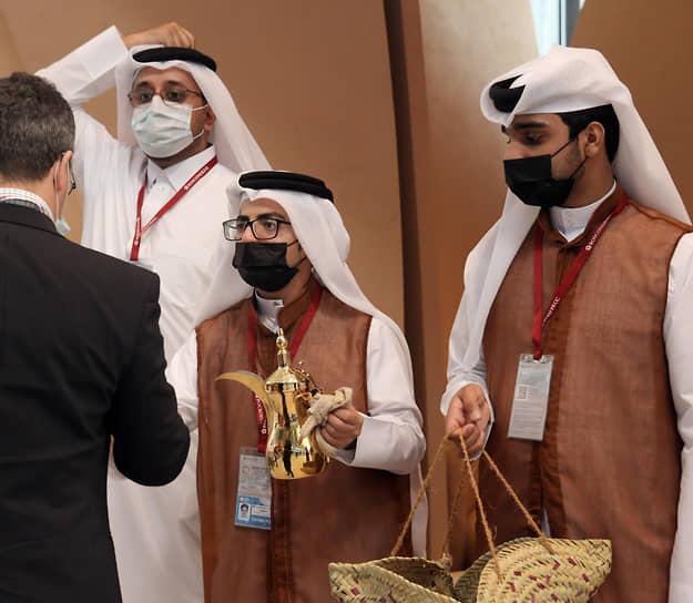 Работа стенда Катара на форуме