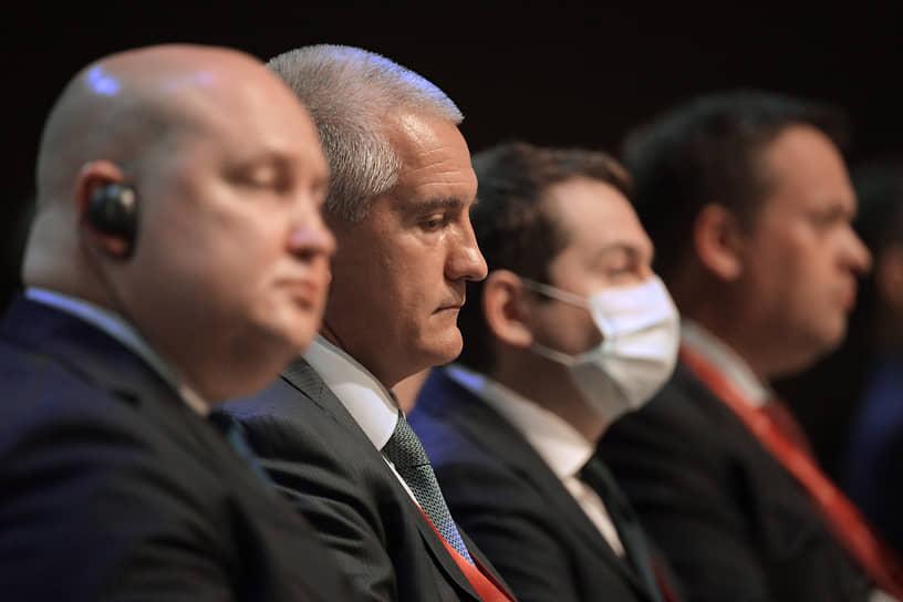 Глава Республики Крым Сергей Аксенов (в центре)