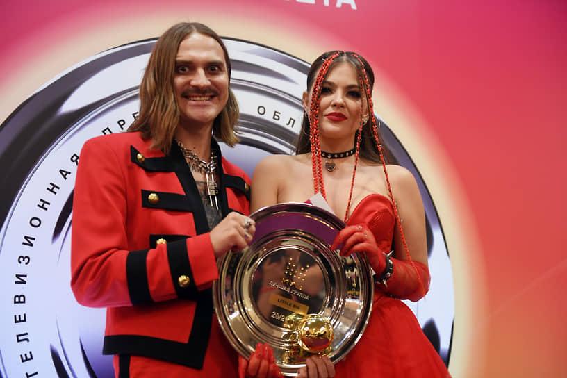 Участники группы Little Big Софья Таюрская и Илья Прусикин, победивший в номинации «Лучшая группа»