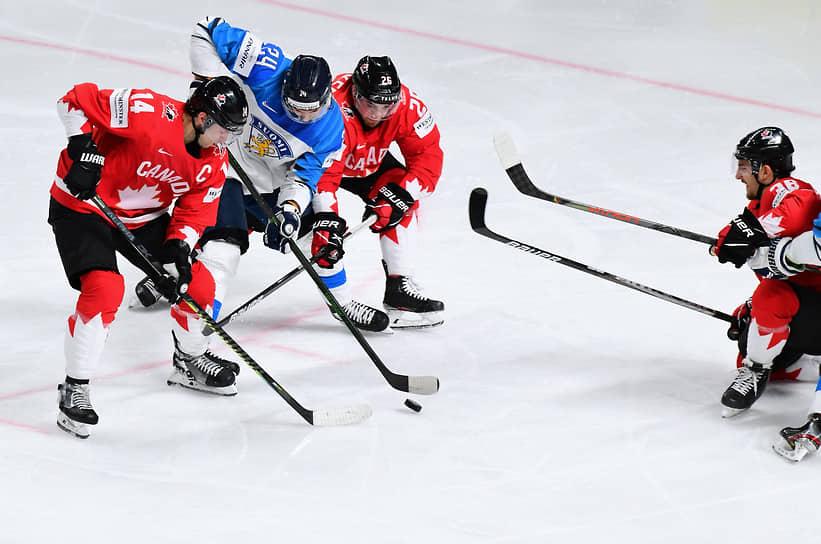 Матч между сборными Финляндии и Канады на стадионе «Арена-Рига»