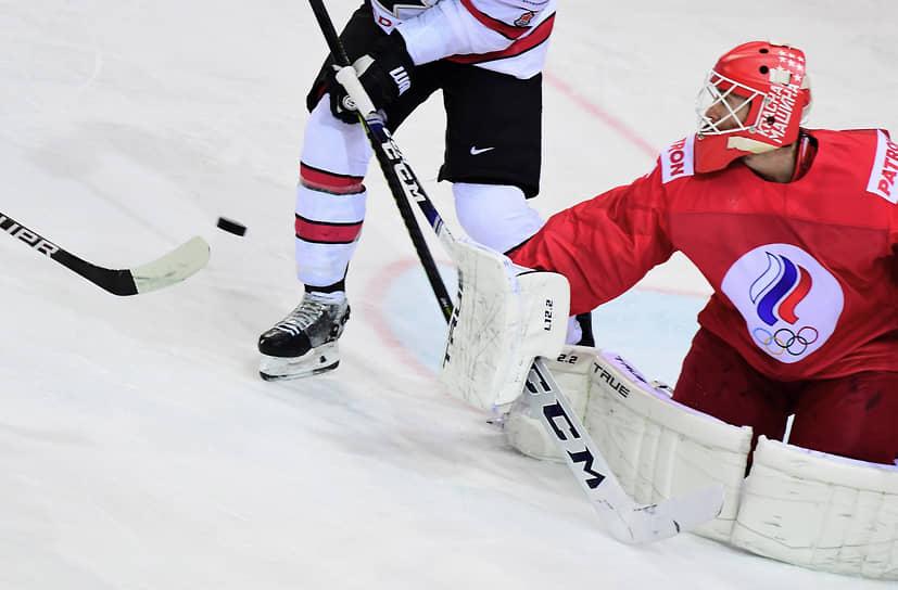 Вратарь сборной России Сергей Бобровский (справа) во время матча со сборной Канады. В четвертьфинале Канада выбила из турнира сборную России, обыграв в овертайме — 2:1