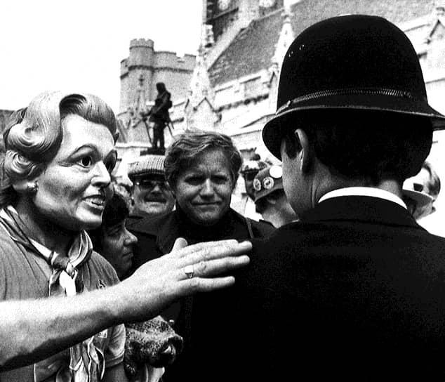 1984 год. Участник протеста в маске главного врага шахтеров — премьер-министра Маргарет Тэтчер