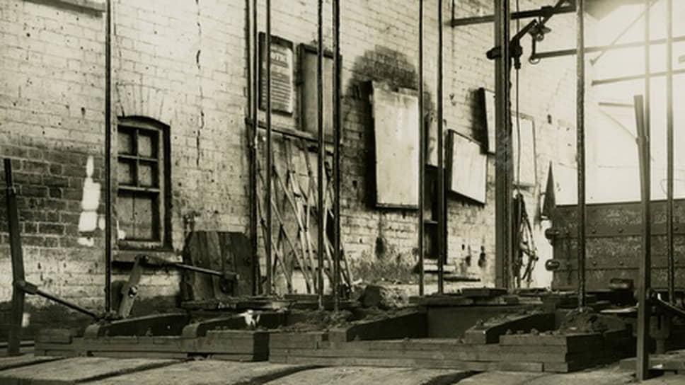 1921 год. Шахта в южном Уэльсе. Вход в устье шахты закрыт