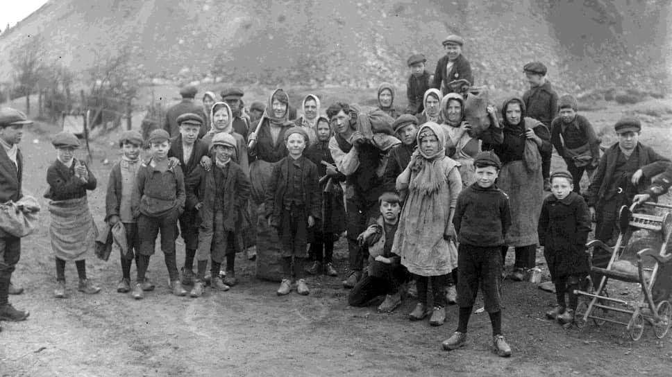 Во время забастовок люди, живущие рядом с шахтами, набирали в терриконах уголь для отопления домов. В основном этим занимались дети