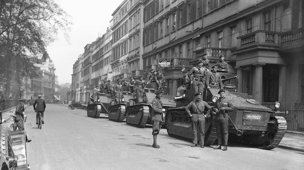 8 мая 1926 года. Танки на улицах Лондона. В выпущенном в тот день правительственном коммюнике говорилось, что войскам будет отдан приказ действовать только в случае, если ситуация в городе выйдет из-под контроля, и что слухи о влиянии на военнослужащих «красной пропаганды» безосновательны