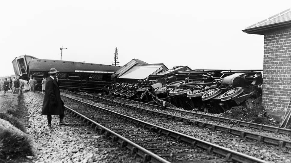 1926 год. Перевернутый бастующими шахтерами железнодорожный состав «Летучий голландец»