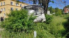 Автобус протаранил ворота