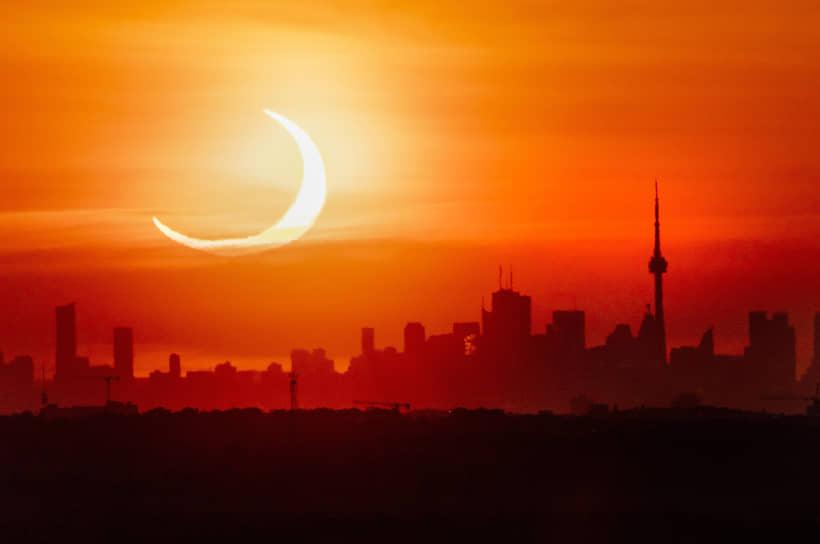 Кольцевое солнечное затмение в канадском Торонто