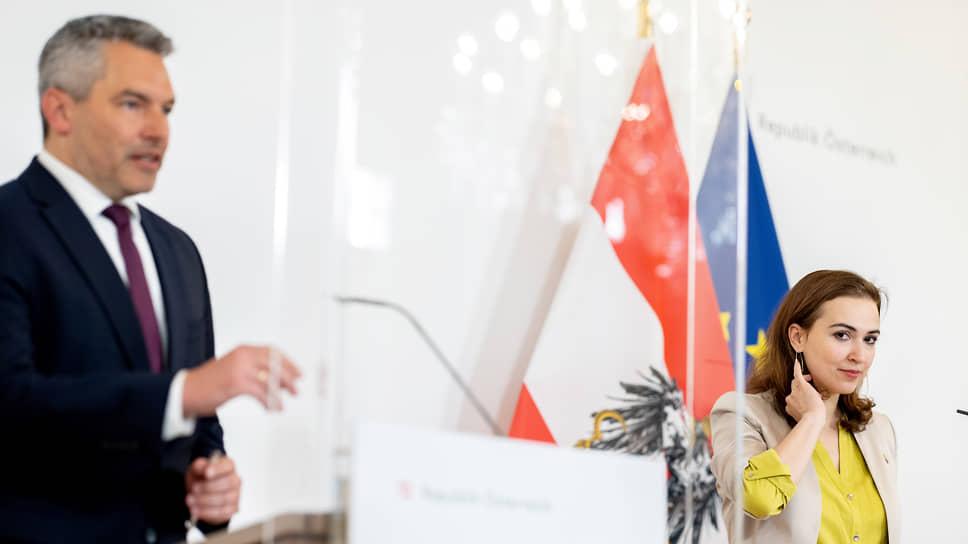 Глава МВД Австрии Карл Нехаммер и министр юстиции Альма Задич на пресс-конференции, посвященной операции «Троянский щит»