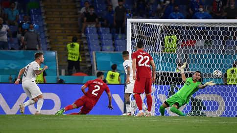 Матч-открытие  / В первой встрече чемпионата Европы итальянцы жестоко разгромили сборную Турции