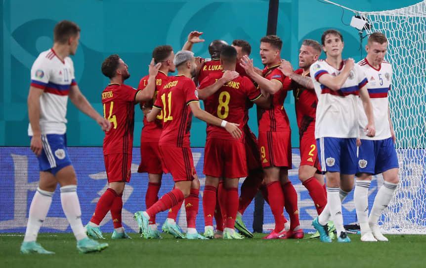Бельгийцы празднуют второй забитый гол