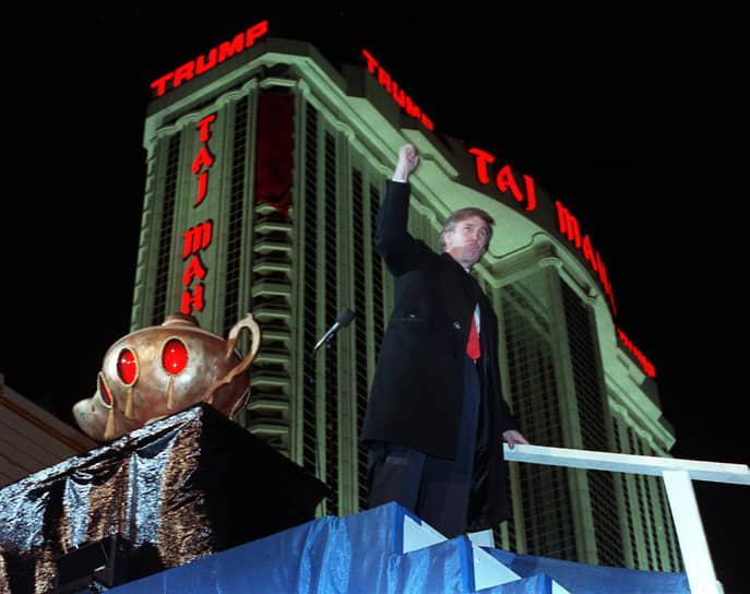 Помимо строительства занимался игорным бизнесом, владел гостиницами и площадками для гольфа. Все свои проекты называл своим именем — Trump Parc, Trump Palace, The Trump World Tower, Trump Park Avenue, Trump National Golf Club, Trump Taj Mahal, Trump Marina, Trump Plaza и др. Выпускал под своим брендом одежду, парфюм, воду и премиальную водку, занимался ресторанным и образовательным бизнесом, владел собственной авиакомпанией и модельным агентством