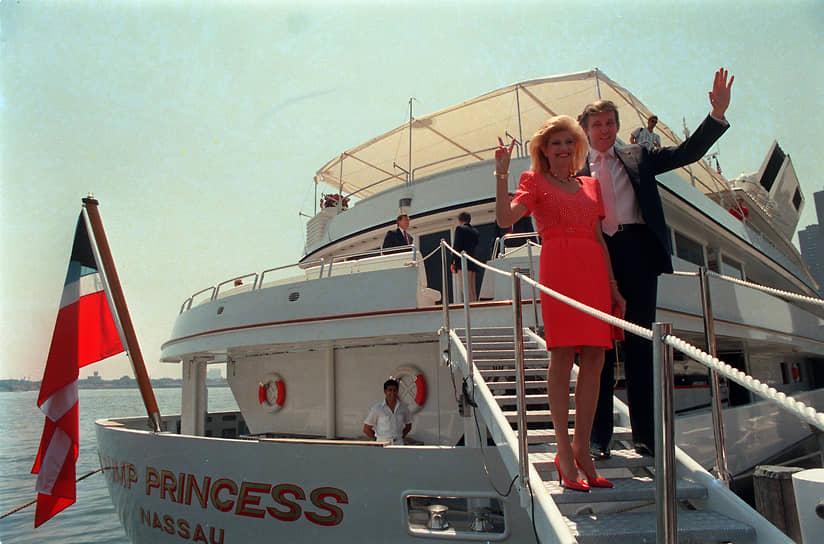 Был трижды женат, имеет 5 детей и 10 внуков. В 1977 году женился на Иване Зельничковой (на фото), бывшей чехословацкой лыжнице, впоследствии фотомодели и бизнесвумен