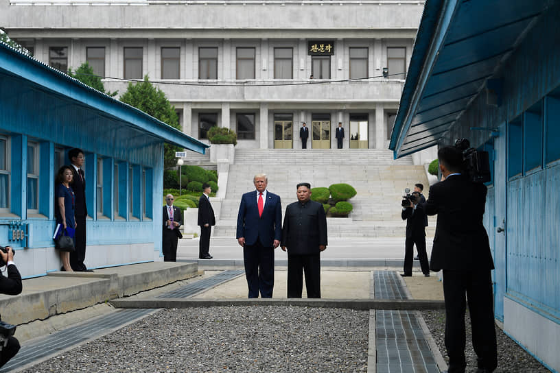 Признал Иерусалим столицей Израиля, вышел из ядерной сделки с Ираном, остановил начатую Бараком Обамой нормализацию отношений с Кубой. Предпринял попытку решить проблему денуклеаризации Северной Кореи, проведя несколько встреч с северокорейским лидером Ким Чен Ыном