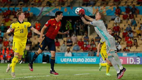 Сборной Испании не хватило владения  / В стартовом матче чемпионата Европы она сыграла вничью со шведами