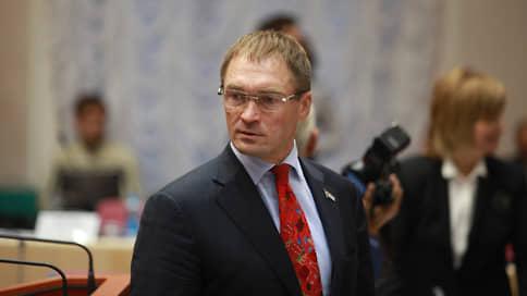 Победитель уступил герою  / Лидер самарских праймериз «Единой России» снялся в пользу действующего депутата