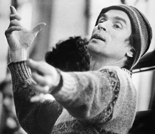 В 1991 году в Вене во Дворце Ауершперг Рудольф Нуреев дебютировал как дирижер. За год он успел выступить в Афинах, Будапеште, Довиле, Равелло, Ченстохове, Нью-Йорке, Солт-Лейк-Сити и Сан-Франциско. В марте 1992 года с симфоническим оркестром приехал в Казань, где дирижировал балетом «Щелкунчик»