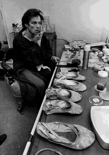 Рудольф Нуреев в гримерной лондонского театра «Колизей», 1977 год