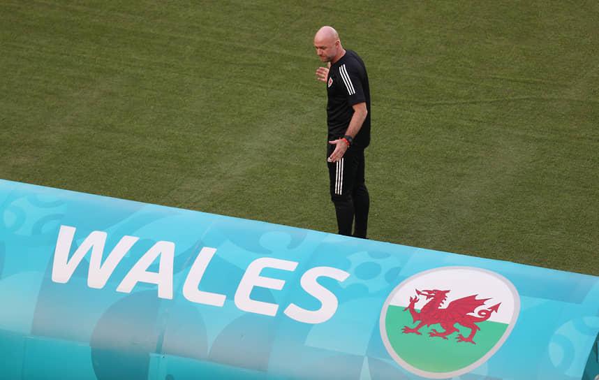 <b>Роберт Пейдж, сборная Уэльса, группа А</b><br> Возраст: 46 лет<br> Возглавляет сборную с 3 ноября 2020 года<br> Зарплата: €0,5 млн в год<br> Основные достижения: до своего назначения возглавлял молодежную сборную Уэльса, никаких крупных трофеев  пока не завоевал