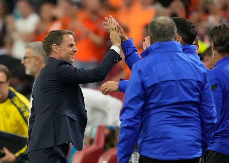 <b>Франк де Бур, сборная Нидерландов, группа С</b><br> Возраст: 51 год<br> Возглавляет сборную с 23 сентября 2020 года<br> Зарплата: €3 млн в год<br> Основные достижения: с «Аяксом» четыре раза становился чемпионом Нидерландов