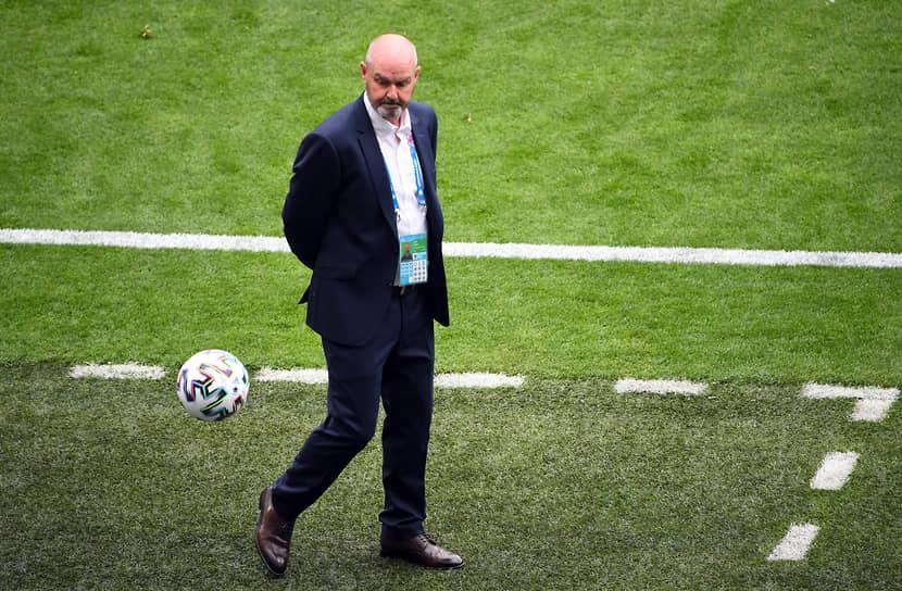 <b>Стив Кларк, сборная Шотландии, группа D</b><br> Возраст: 57 лет<br> Возглавляет сборную с 20 мая 2019 года<br> Зарплата: €0,4 млн в год<br> Основные достижения: впервые за 23 года вывел сборную Шотландии на крупный турнир — Евро-2020