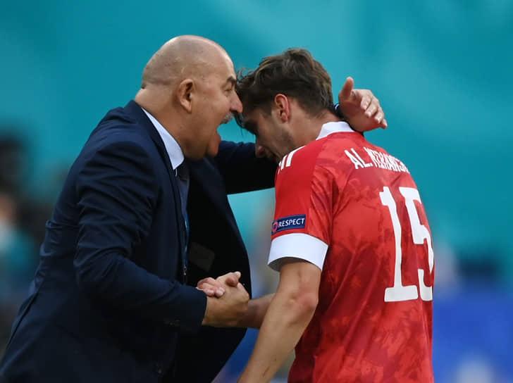 Единственный гол в матче на второй компенсированной к первому тайму минуте забил Алексей Миранчук (на фото с тренером Станиславом Черчесовым)