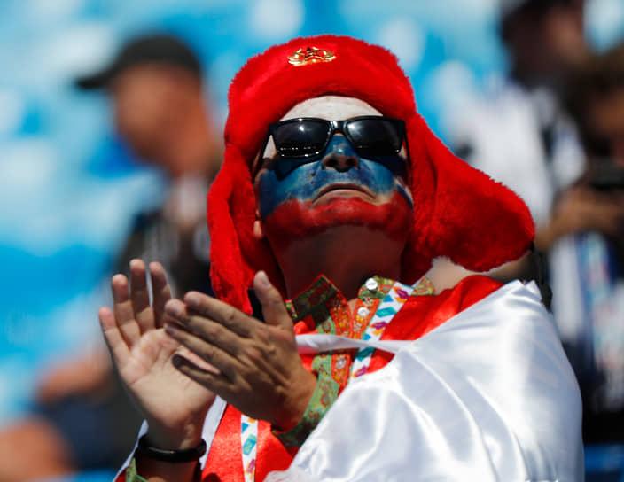 Болельщик сборной России во время матча