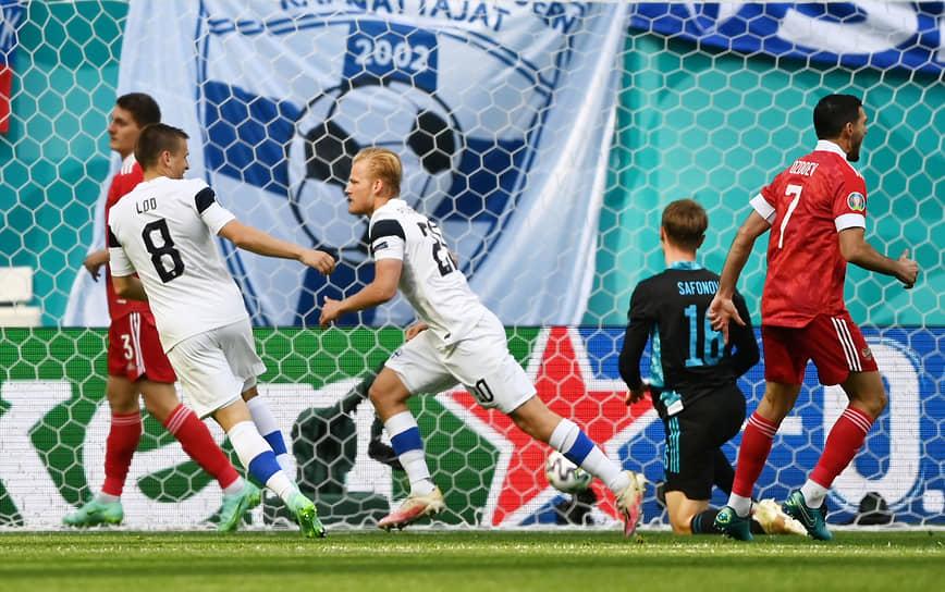 В самом начале матча финский футболист Йоэль Похьянпало забил гол в ворота россиян, однако он не был засчитан из-за офсайда