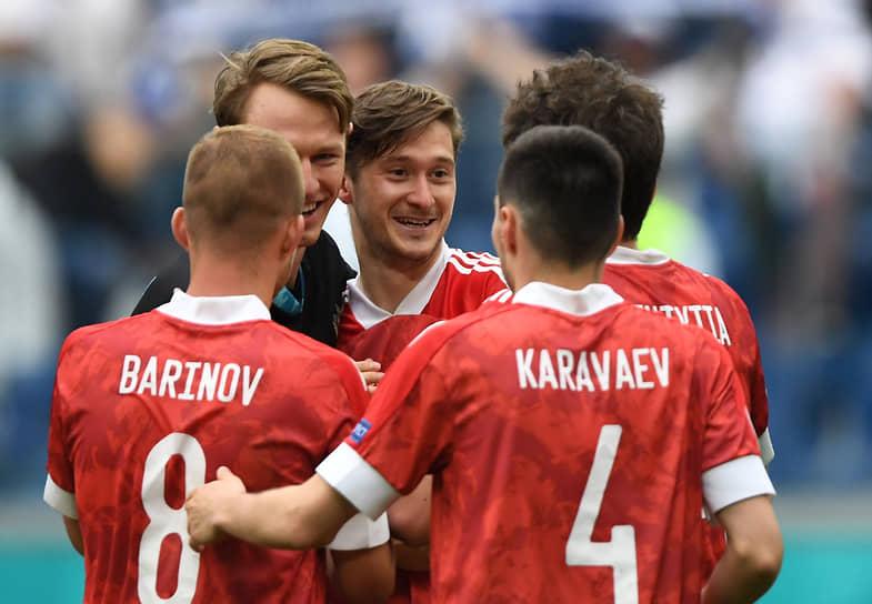 Футболисты сборной России после финального свистка
