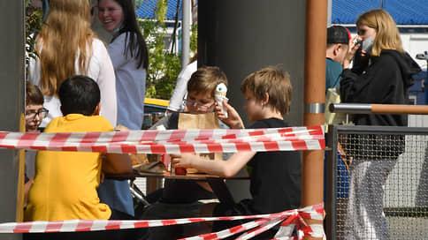 Москва и Подмосковье объявлены неблагополучной зоной  / Работодателей в торговле, услугах и общепите обязали вакцинировать 60% сотрудников за один-два месяца