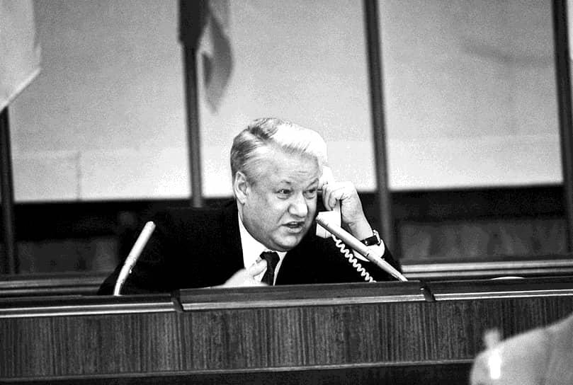 В январе 1992 года президент Борис Ельцин своим указом перевел СЗГВ под юрисдикцию России, в феврале Москва и страны Балтии подписали соглашения о выводе войск
