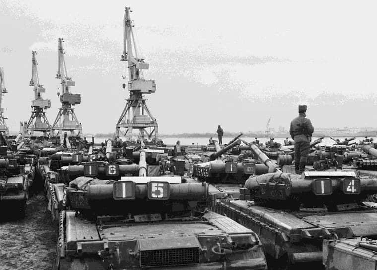 Первыми ГДР покинули две танковые дивизии из состава 20-й гвардейской армии — 25-я и 32-я, кроме них — два танковых полка, восемь отдельных батальонов, в числе которых четыре десантно-штурмовых. По прибытии на родину они были расформированы