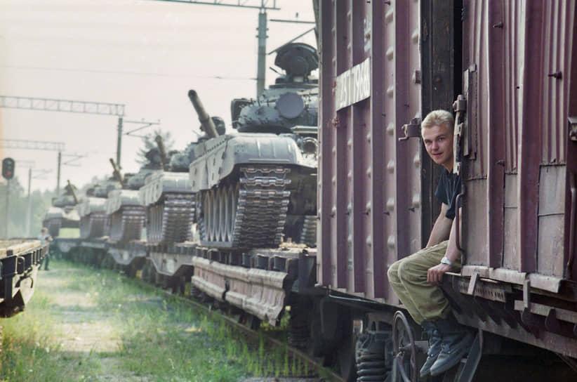 За 30 месяцев, к 1 сентября 1994 года, Прибалтику покинули 68 тыс. военных, 2,5 тыс. танков, 1,2 тыс. артсистем, более 700 самолетов и вертолетов