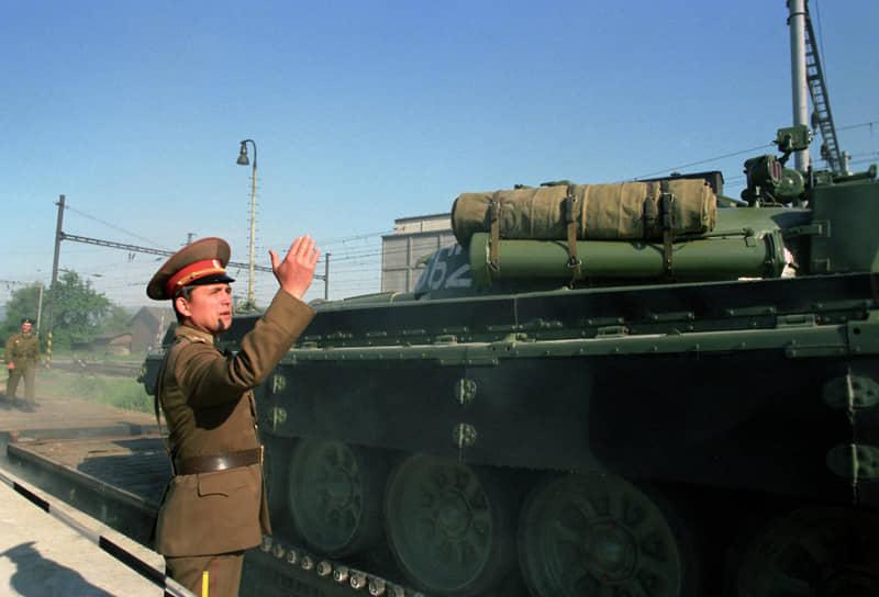 В 1989 году все размещенные в Европе советские силы и средства находились в составе следующих соединений: Западной группы войск (ранее Группа советских войск в Германии), Северной группы войск (Польша), Центральной группы войск (Чехословакия) и Южной группы войск (Венгрия). Вывод войск начался с Чехословакии