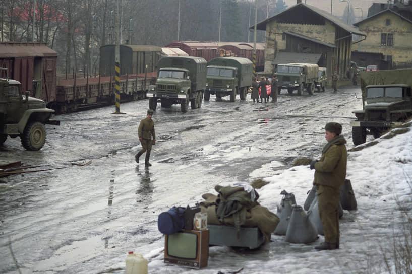 За 26 месяцев страну покинули 92 тыс. военнослужащих, 44 тыс. гражданских специалистов и членов семей военных.  Также из Чехословакии были выведены 1412 танков, 2563 БМП и БТР, 1246 артсистем, около 200 вертолетов, почти 100 тыс. тонн материальных запасов