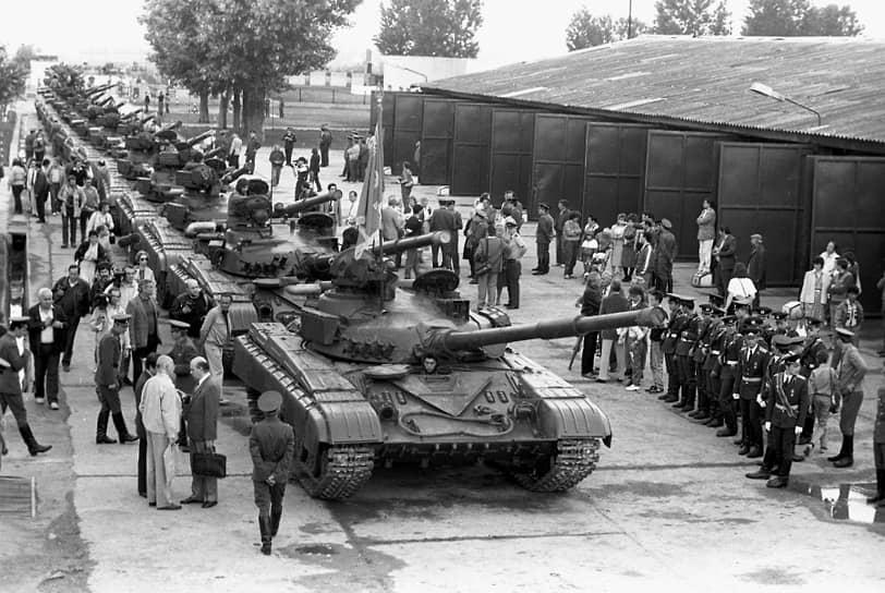 В Венгрии находились две танковые и две мотострелковые дивизии — 708 танков, 181 БМП, 86 БТР, более 360 орудий и минометов, а также 3 тыс. автомобилей
