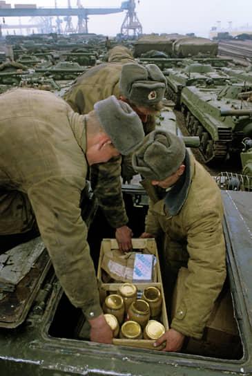Группа войск имела собственные заводы, объекты инфраструктуры — современные европейского качества военные городки, казармы, парки для боевой техники, склады и арсеналы