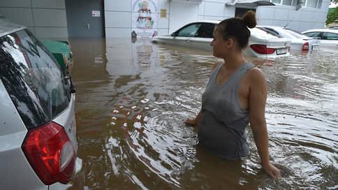 Керчь осталась под рекой / Сильные ливни затопили восток Крымского полуострова