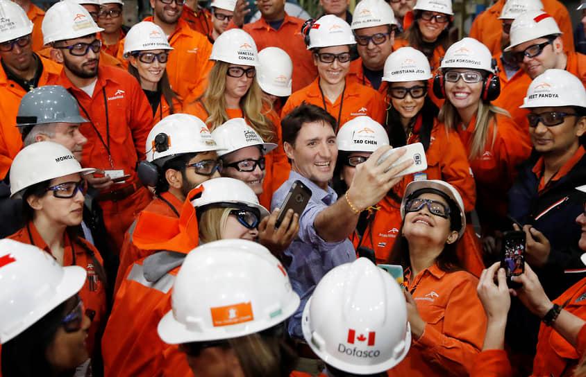 Премьер-министр Канады Джастин Трюдо во время посещения сталелитейного завода ArcelorMittal Dofasco, 2018 год