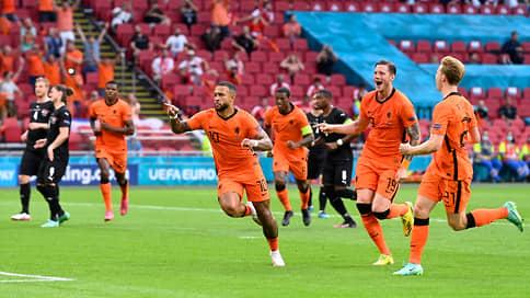 У голландцев все оранжево // После победы над Австрией они гарантировали себе первое место в группе