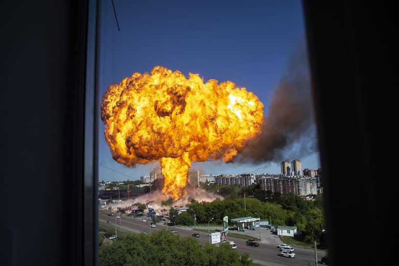 Новосибирск, Россия. Взрыв на автозаправочной станции