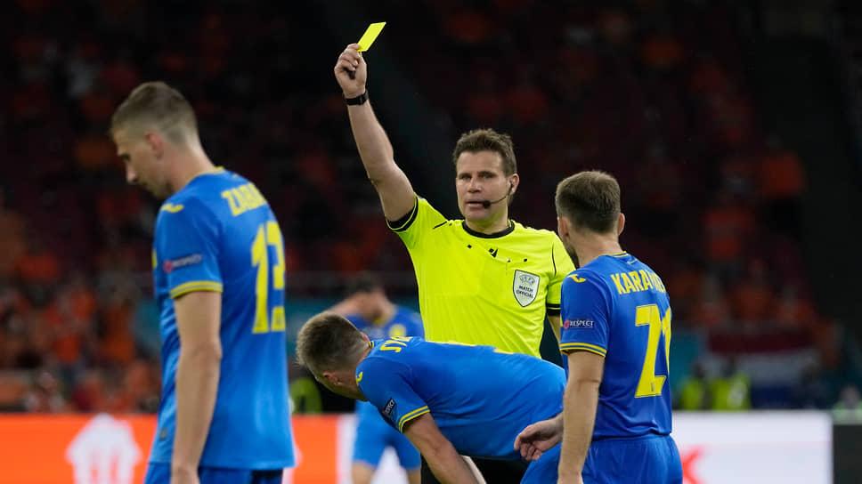 Феликс Брых, Германия  Возраст: 45 лет  Рефери FIFA с 2007 года В среднем за игру демонстрирует 3,76 желтой и 0,24 красной карточек (здесь и далее учитывались только международные встречи) Судил матчи финальной стадии чемпионата мира 2018 года в России. В 2017 году был назначен на финал Лиги чемпионов между «Ювентусом» и «Реалом». Имеет докторскую степень юриста