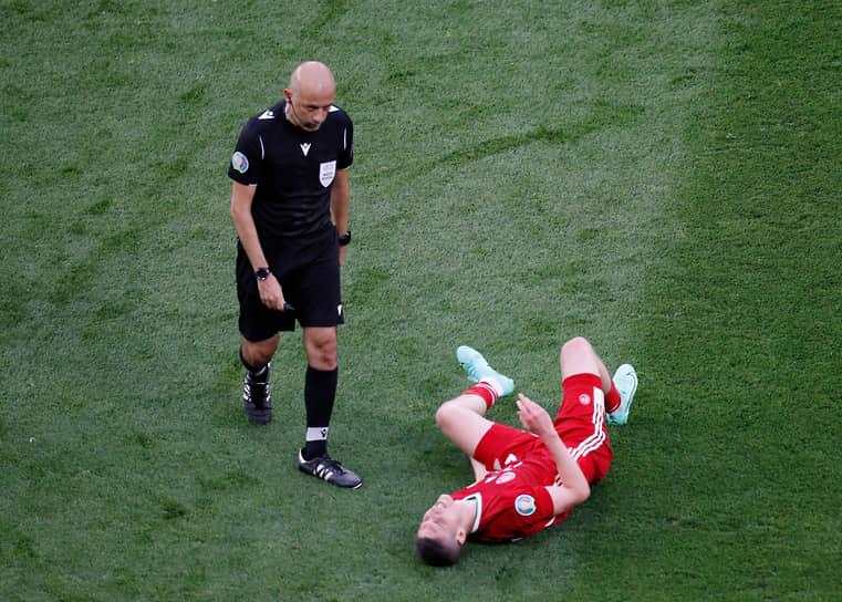 <b>Джюнейт Чакир, Турция</b><br>  Возраст: 44 года<br>  Рефери FIFA с 2006 года<br> В среднем за игру демонстрирует 3,63 желтой и 0,26 красной карточек <br> Судил чемпионат мира 2014 года в Бразилии и чемпионат мира 2018 года в России. В 2015 году работал на финале Лиги чемпионов между «Ювентусом» и «Барселоной»